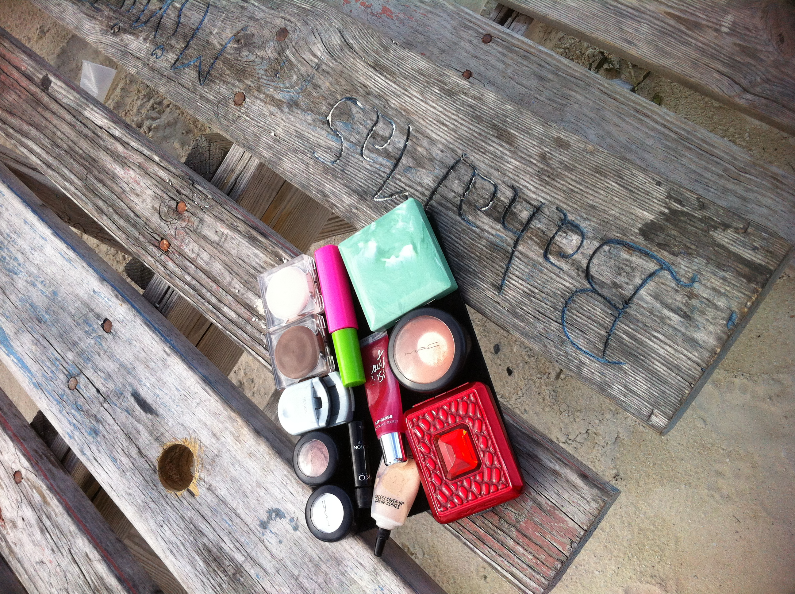 Makeup doesn't fall through the cracks when camping or at a picnic.